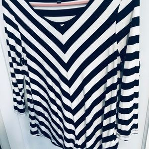Cable & Gauge B/W striped shirt. Long sleeves.